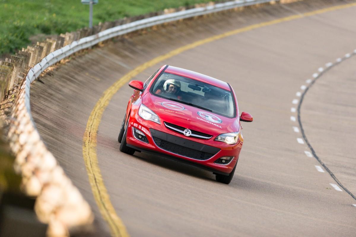 Opel-Astra-Rekordfahrt-288715-medium