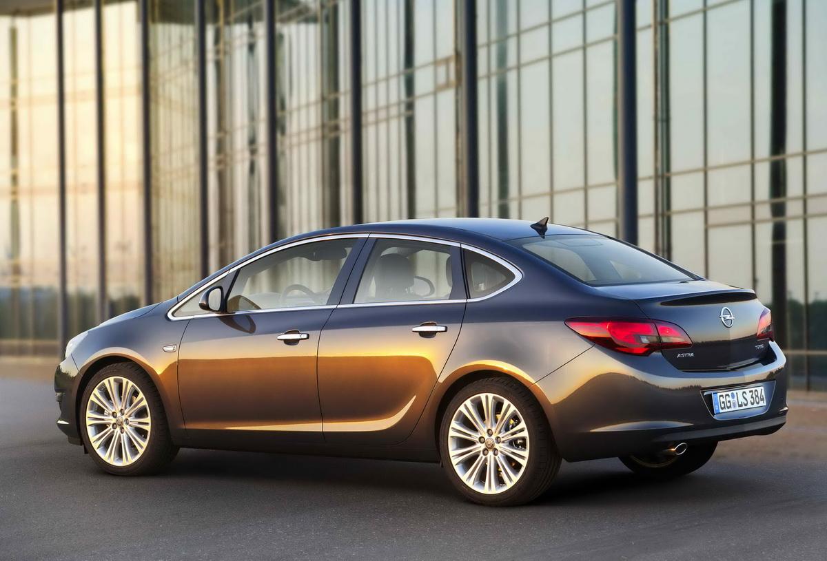 Opel Astra Enjoy limuzina