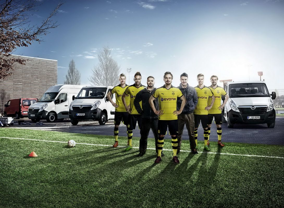 Dream team: F2Freestylers, Borussia Dortmund stars and the Opel light commercial vehicles Movano and Vivaro.